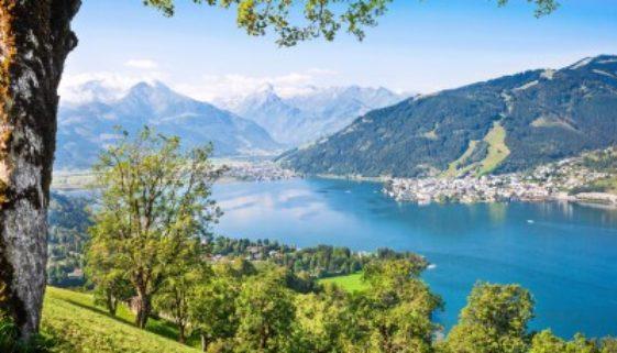 Schöne Landschaft mit Alpen und Bergsee in Österreich