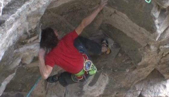 Adam Ondra in der Flatanger Cave/Norway