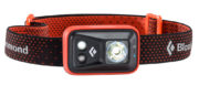 Hier sieht man die Black Diamond Spot LED-Stirnlampe mit dem großen Hauptlicht, dem kleineren Nahbereichslicht und dem kleinen Rotlicht für den Nachtmodus (Foto: Black Diamond)