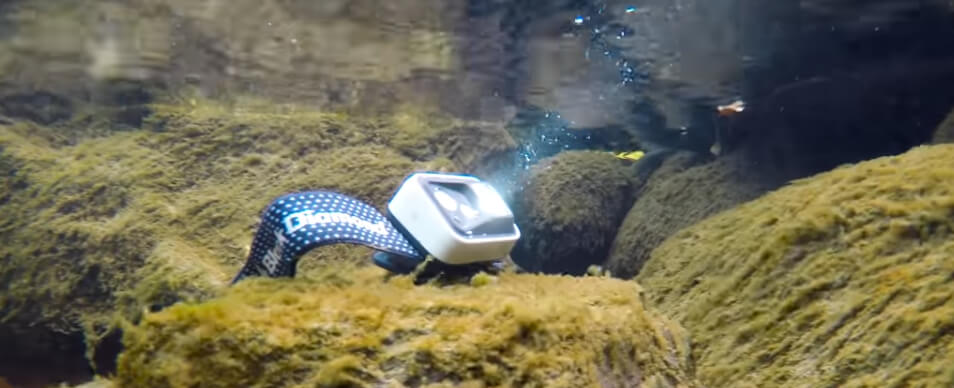 Laut Black Diamond ist es ok, dass Wasser in das Batteriefach eindringt. Die Spot soll trotzdem funktionieren.