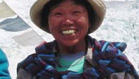77-jährige Frau am Mount Everest