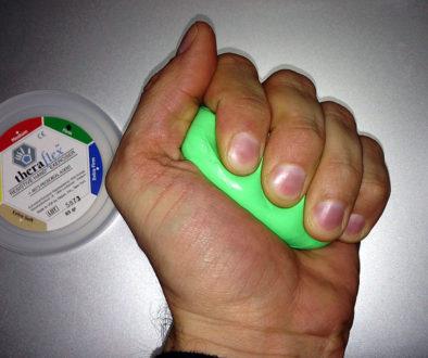 Theraflex Therapieknete in Gebrauch
